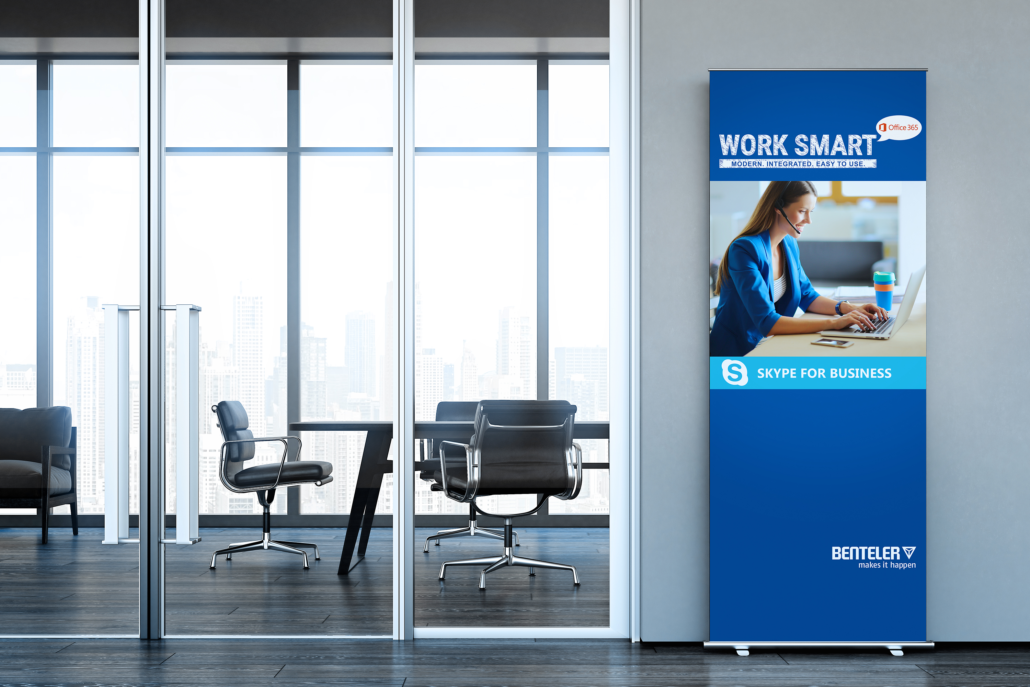 Büro mit Roll-Up-Banner Benteler Office 365