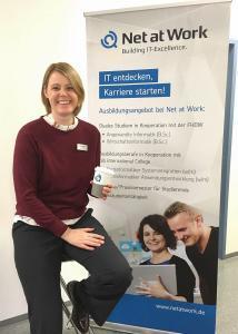 Danielea Hekenötter von Net at Work beim Tag der offenen Tür an der FHDW Paderborn