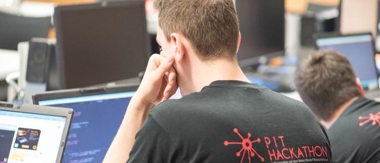 Die Teilnehmer des Hackathons entwickeln Lösungen.