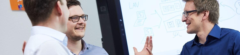 Service-Manager Jan-Philipp Borth in einem Beratungsgespräch Managed Services
