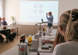 """Unter dem Motto """"IT entdecken, Karriere starten!"""" durften wir gestern 21 IT-interessierte Studierende in Empfang nehmen. In fünf Fachvorträgen erfuhren die angehenden IT-Fachkräfte alles rund um die Themen Jobs und Karrieremöglichkeiten in der IT."""