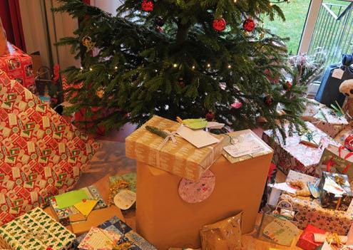 WeKiDo Weihnachtsbaum mit Geschenken 2019