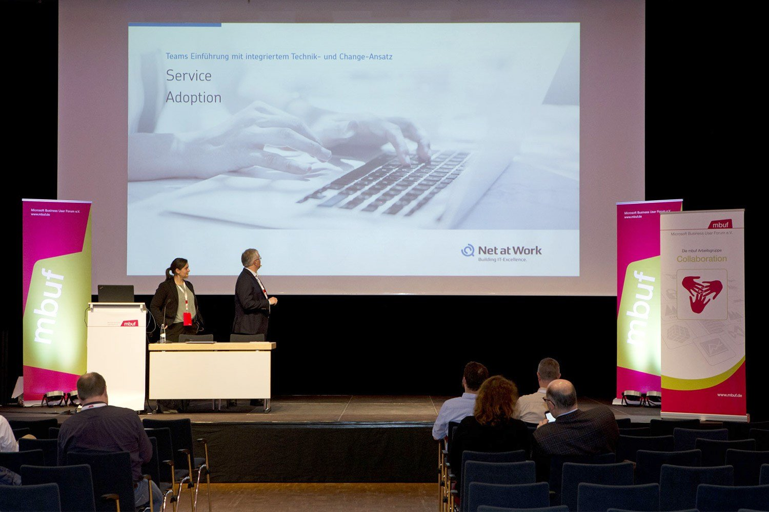 Microsoft Business User Forum Frank Carius Angelina Westerkamp bei der Präsentation